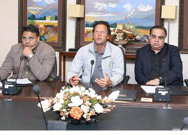 اسلام آباد، چیئرمین پاکستان تحریک انصاف عمران خان میڈیا اسٹریٹجی بارے اجلاس کی صدارت کر رہے ہیں