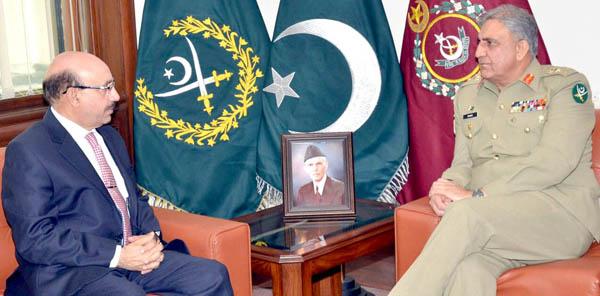 راولپنڈی، آرمی چیف جنرل قمر جاوید باجوہ سے آزاد جموں و کشمیر کے صدر سردار مسعود خان ملاقات کر رہے ہیں