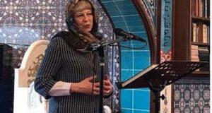 برطانوی وزیراعظم کا حجاب پہن کر مسجد کا دورہ