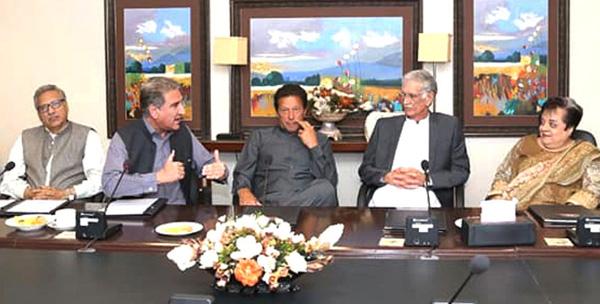 اسلام آباد:۔ چیئرمین تحریک انصاف عمران خان کور گروپ اجلاس کی صدارت کر رہے ہیں