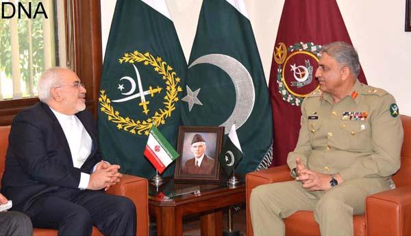 راولپنڈی:ایرانی وزیر خارجہ جواد ظریف آرمی چیف جنرل قمر جاوید باجوہ سے ملاقات کر رہے ہیں