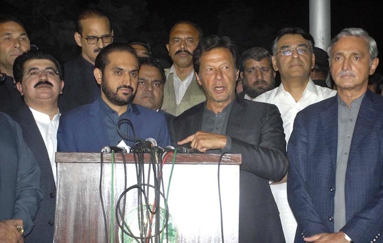 اسلام آباد، پی ٹی آئی چیئرمین عمران خان اور وزیر اعلیٰ بلوچستان میر عبدالقدوس بزنجو مشترکہ پریس کانفرنس کر رہے ہیں