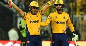 پشاور زلمی نے لاہور قلندرز کو شکست دیکر پلے آف مرحلے کیلیے کوالیفائی کرلیا