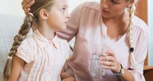 قبض کا بہترین علاج ریشے دار غذائیں اور زائد پانی