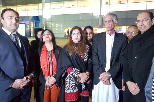 برمنگھم: وزیر اعلیٰ پرویز خٹک کا دورہ برطانیہ کے موقع پر مقامی پارٹی رہنماﺅں کے ہمراہ گروپ فوٹو