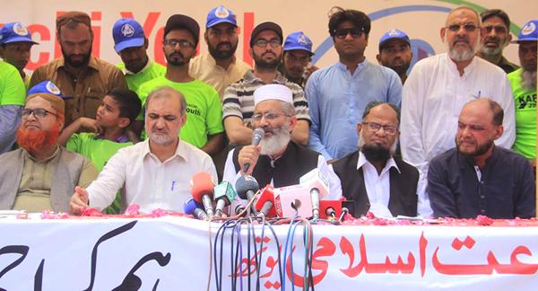 کراچی، امیر جماعت اسلامی سینیٹر سراج الحق صحافیوں سے گفتگو کر رہے ہیں