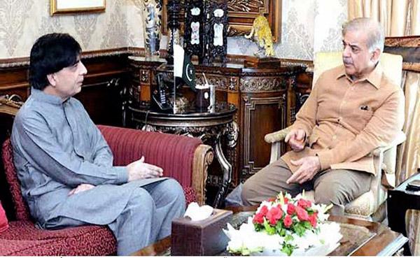 لاہور، وزیراعلیٰ پنجاب شہباز شریف سے سابق وفاقی وزیر داخلہ چوہدری نثار ملاقات کررہے ہیں