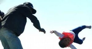 سنگدل باپ نے احتجاجاً کمسن بیٹی کو چھت سے نیچے پھینک دیا