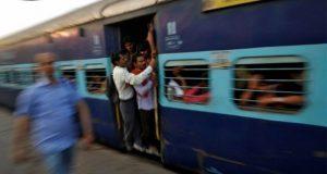 بھارت میں مسافر ٹرین 10 کلومیٹر تک بغیر انجن کے چلتی رہی