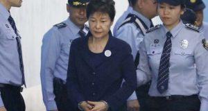 جنوبی کوریا کی سابق صدر کو کرپشن الزامات پر 24 سال قید کی سزا