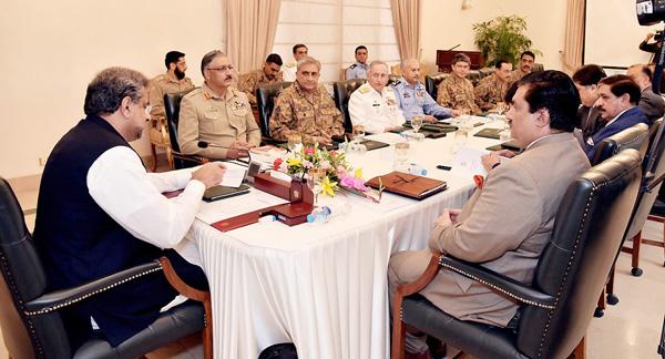 اسلام آباد:۔ وزیر اعظم شاہد خاقان عباسی قومی سلامتی کمیٹی اجلاس کی صدارت کر رہے ہیں،تینوں مسلح افواج کے سربراہان بھی شریک ہیں