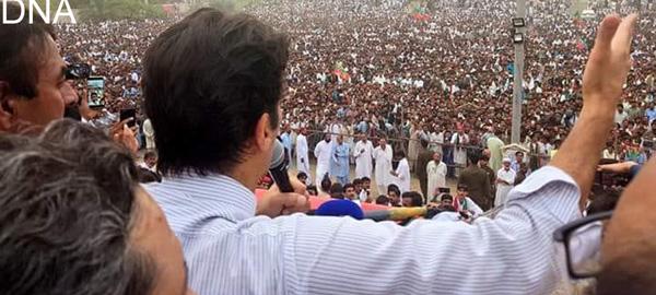 میانوالی۔چیئرمین پی ٹی آئی عمران خان عظیم الشان انتخابی جلسہ عام سے خطاب کر رہے ہیں