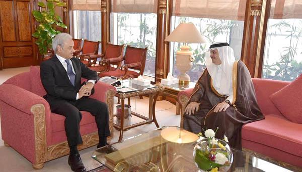 اسلام آباد:۔ سعودی سفیر نواف سعید بن المالکی نگران وزیر اعظم جسٹس (ر) ناصر الملک سے ملاقات کر رہے ہیں