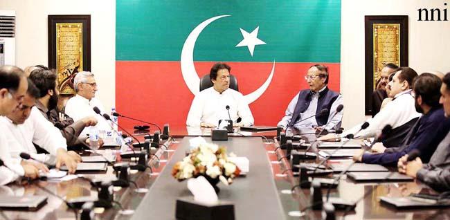 اسلام آباد:۔ پاکستان مسلم لیگ ق کے سربرا ہ چوہدری شجاعت حسین کی قیادت میں ایک وفد چیئرمین پاکستان تحریک انصاف عمران خان سے ملاقات کر رہا ہے