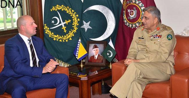 راولپنڈی:۔ بوسنیا کے سفیر ثاقب فورک آرمی چیف جنرل قمر جاوید باجوہ سے ملاقات کر رہے ہیں