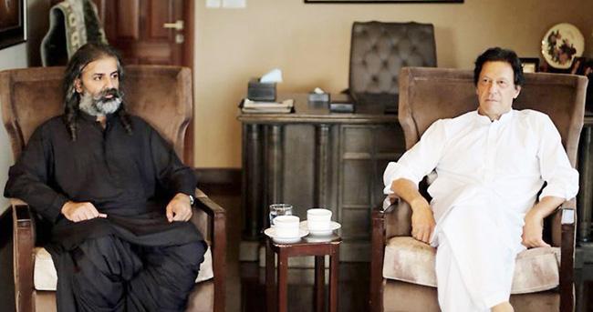 اسلام آباد:۔ چیئرمین پاکستان تحریک انصاف عمرا ن خان سے جمہوری وطن پارٹی کے سربراہ شاہ زین بگٹی ملاقات کر رہے ہیں