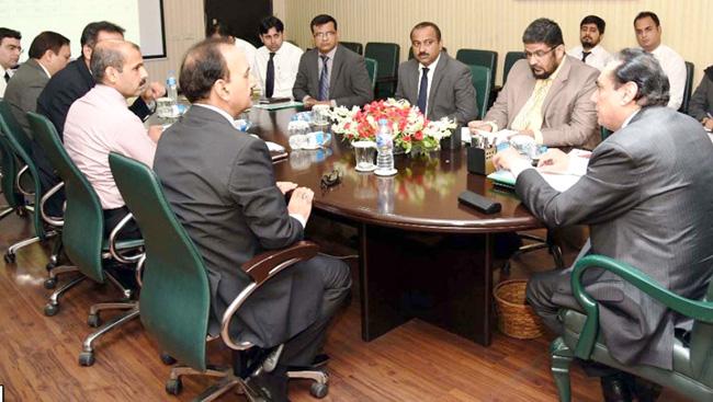 اسلا م آباد:۔ چیئرمین نیب جسٹس (ر) جاوید اقبال احتساب بیورو لاہور کی کارکردگی بارے اجلاس کی صدارت کر رہے ہیں