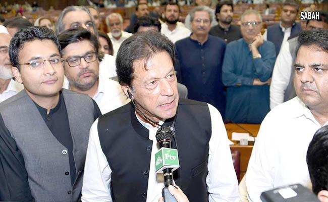 اسلام آباد:۔وزیر اعظم منتخب ہونے کے بعد عمران خان قومی اسمبلی اجلاس سے خطاب کر رہے ہیں
