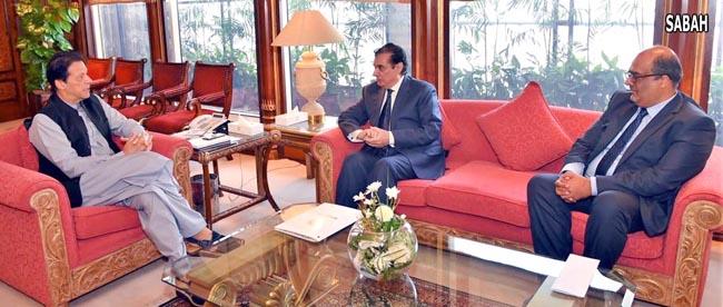 اسلا م آباد:۔ وزیر اعظم عمران خان سے چیئرمین نیب جسٹس (ر) جاوید اقبال ملاقات کر رہے ہیں،
