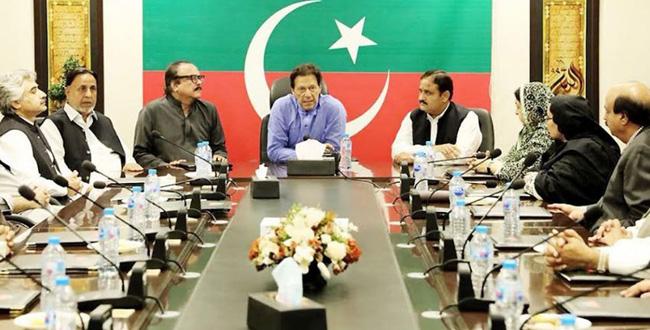 اسلام آباد:۔ وزیر اعظم عمران خان پنجاب کابینہ بارے سینئر رہنماﺅں کے مشاورتی اجلاس کی صدارت کر رہے ہیں