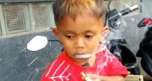 روزانہ 40 سگریٹ پینے والا تین سالہ بچہ