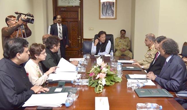 اسلا م آباد:۔ وزیر اعظم عمران خان کی زیر صدارت اہم اجلاس میں آرمی چیف، ڈی جی آئی ایس آئی ، وزیر خارجہ ، سیکرٹری خارجہ و دیگر شریک ہیں