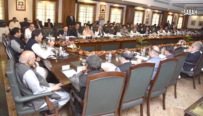 لاہور:۔ وزیر اعظم عمران خان صوبائی کابینہ اجلاس سے خطاب کر رہے ہیں، گورنر اور وزیر اعلیٰ بھی ہمراہ ہیں