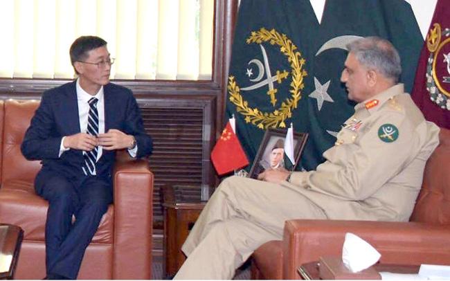 راولپنڈی:۔ آرمی چیف جنرل قمر جاویدباجوہ سے چینی سفیر ملاقات کر رہے ہیں