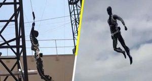 فضا میں جمناسٹک کے کرتب دکھانے والا حیرت انگیز روبوٹ