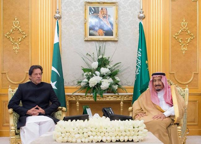 ریاض:۔ وزیر اعظم عمران خان سعودی فرمانروا شاہ سلمان بن عبدالعزیز سے ملاقات کر رہے ہیں