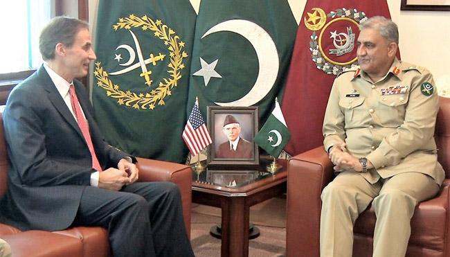 راولپنڈی:۔ آرمی چیف جنرل قمر جاوید باجوہ سے امریکی ناظم الامورپاﺅل جونز ملاقات کر رہے ہیں