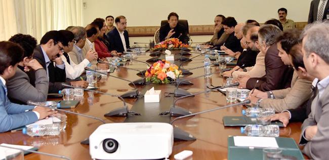 اسلام آباد:۔ وزیر اعظم عمران خان سے کالم نگاروں کا ایک وفد ملاقات کر رہے ہیں