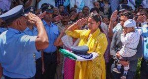 تباہ ہونیوالے بھارتی طیارے کے پائلٹ کی بیوہ نے اپنے میڈیا کو آڑے ہاتھوں لے لیا
