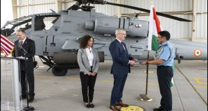امریکی دوغلا پن: 8 عدد اپاچی اٹیک ہیلی کاپٹرز بھارتی فضائیہ کے سپرد کردیئے